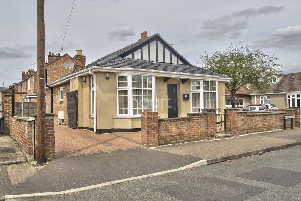 3 Bedrooms Bungalow for sale in Waterloo Road, Peterborough