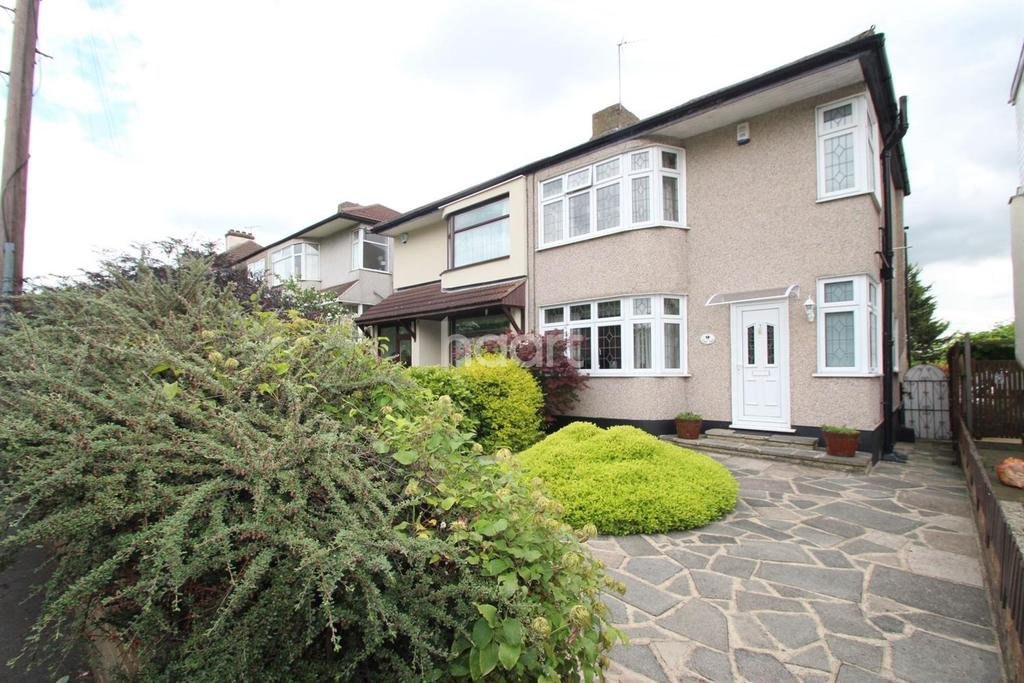 3 Bedrooms End Of Terrace House for sale in Court Gardens, Harold Wood, RM3 0XT