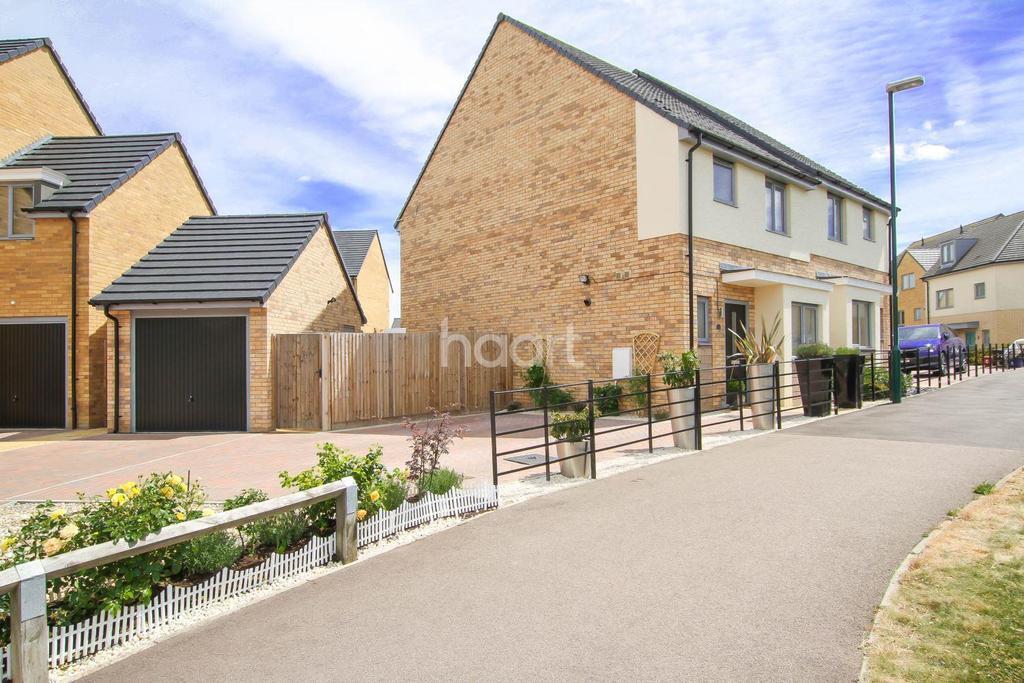 3 Bedrooms Semi Detached House for sale in Compton Place, Chrysalis Park, Stevenage