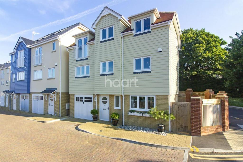 4 Bedrooms Detached House for sale in Beach Walk, Broadstairs, CT10