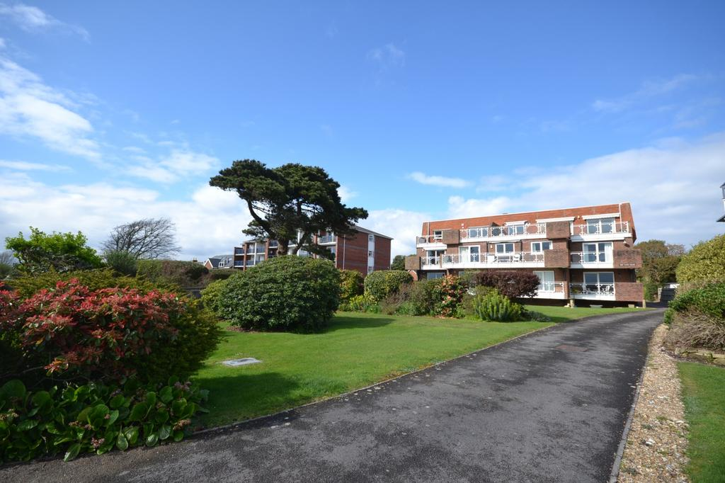 3 Bedrooms Penthouse Flat for sale in Flat 7 Sea Front, Hayling Island, PO11