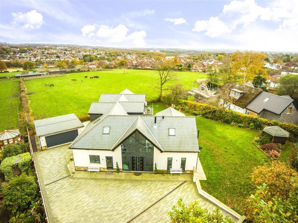 4 Bedrooms Detached House for sale in Scotland Lane, Horsforth