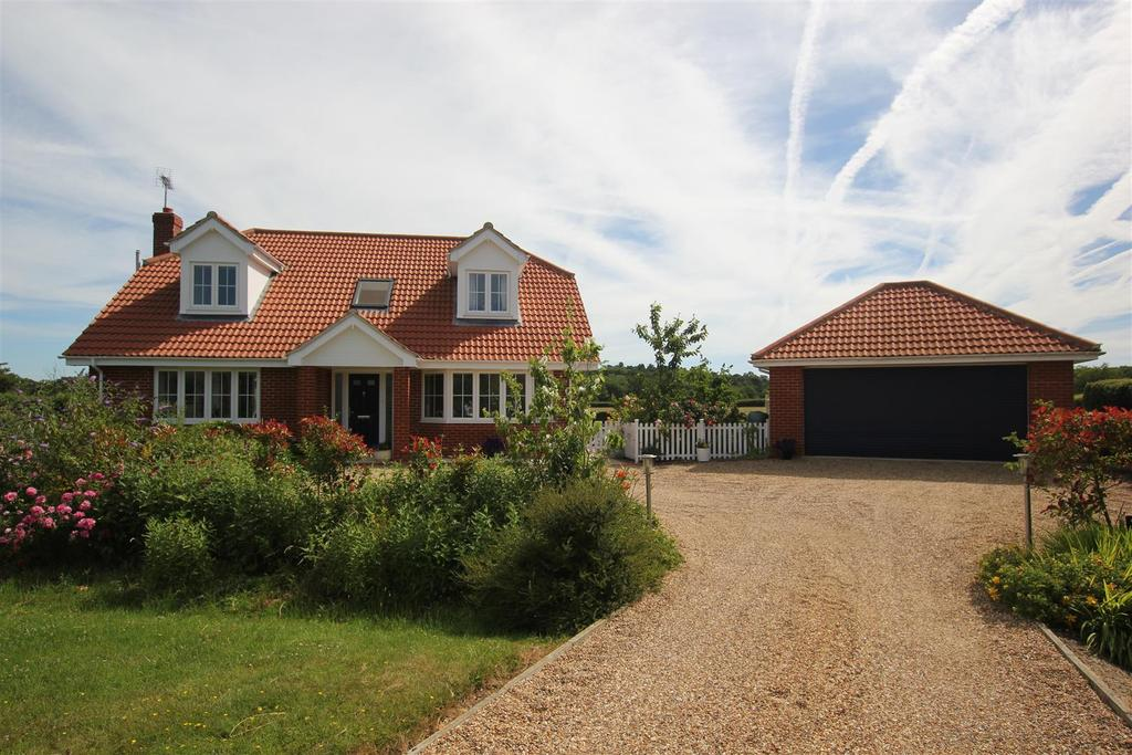 3 Bedrooms Detached House for sale in Sandon, Chelmsford