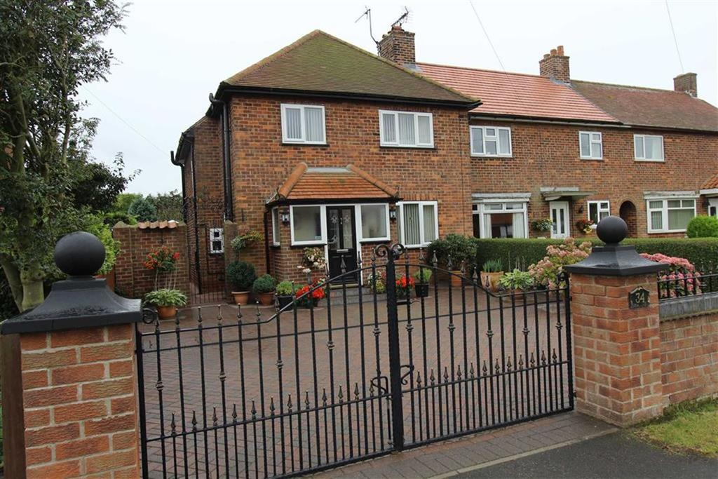 3 Bedrooms Semi Detached House for sale in Sands Lane, Barmston, YO25