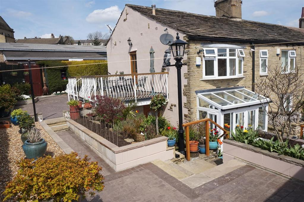 2 Bedrooms Cottage House for sale in Belle Vue, Eccleshill, Bradford