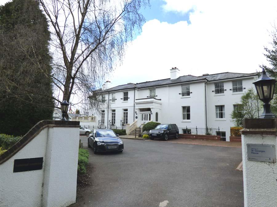 2 Bedrooms Flat for sale in St Georges House, Hassocks Road, BN6