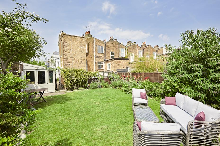 2 Bedrooms Maisonette Flat for sale in Askew Crescent, London W12