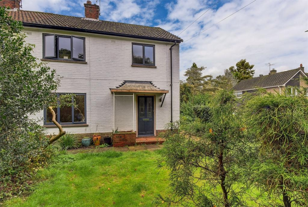 3 Bedrooms Semi Detached House for sale in Heath Road East, PETERSFIELD, Hampshire