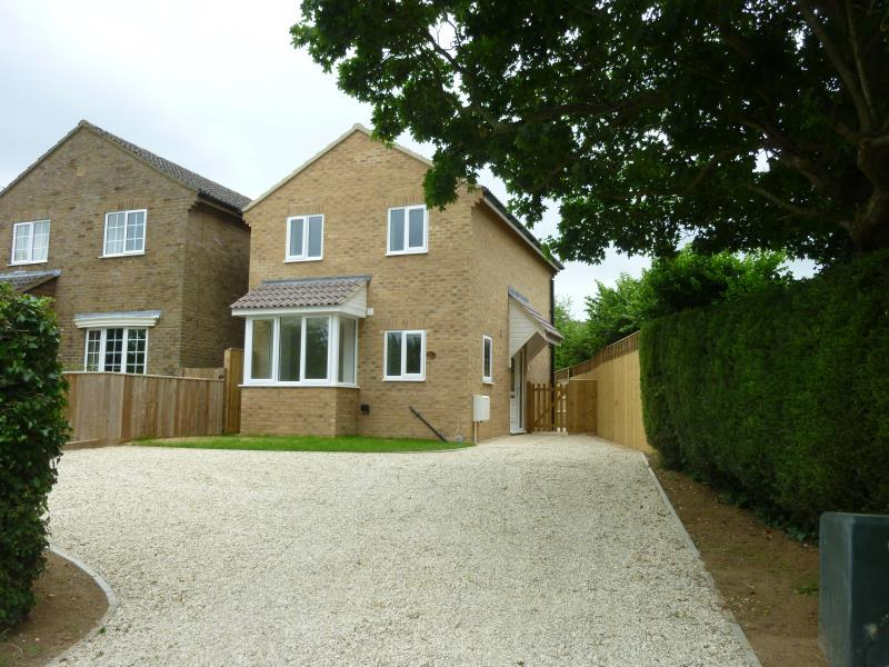 3 Bedrooms Detached House for sale in Corbett Road, Carterton, Oxon