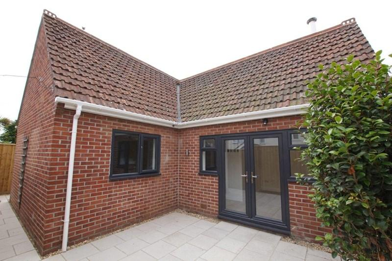 2 Bedrooms Detached House for sale in Gladstone Road, Parkstone, Poole