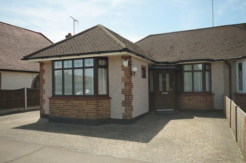 3 Bedrooms Semi Detached Bungalow for sale in Prince Avenue, Westcliff-On-Sea