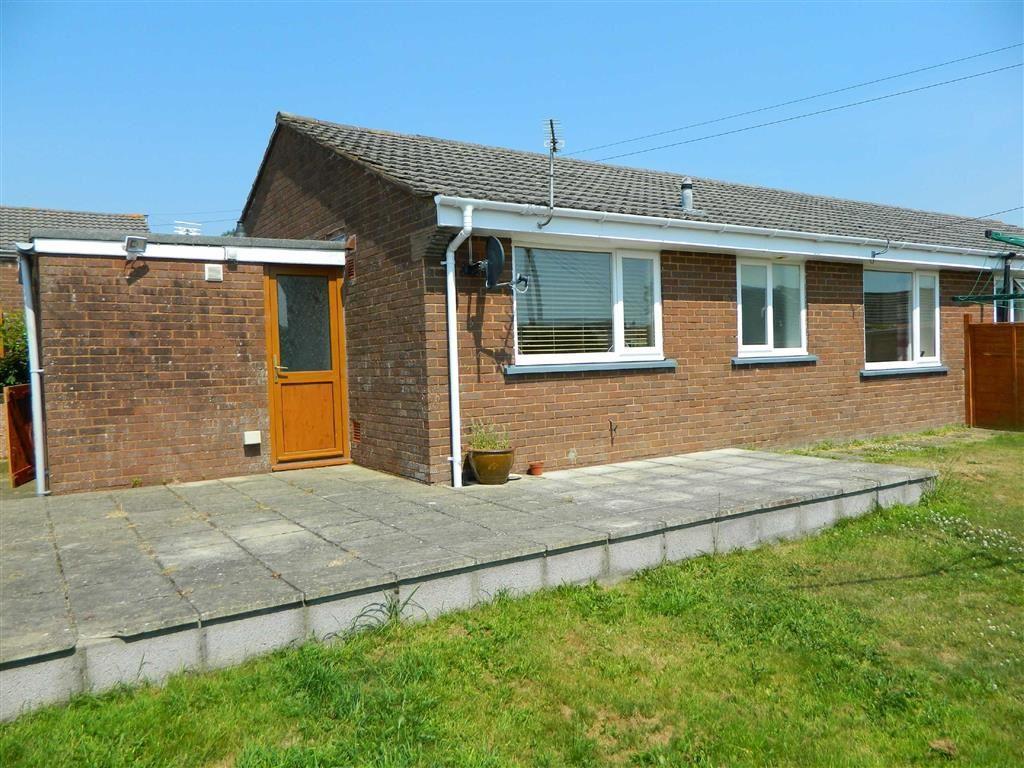 2 Bedrooms Bungalow for sale in Mayflower Close, Chittlehampton, Umberleigh, Devon, EX37