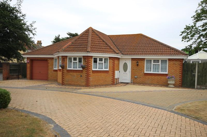 3 Bedrooms Detached Bungalow for sale in Holland Road, Clacton-On-Sea