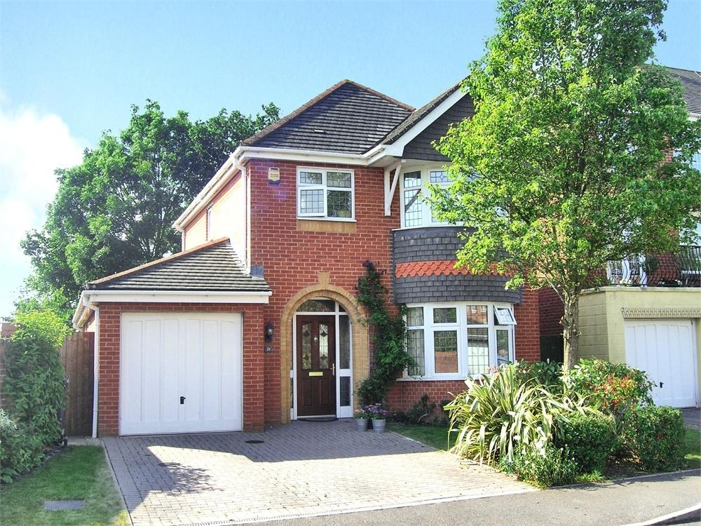 3 Bedrooms Detached House for sale in Cambrian Drive, Marshfield, Near Cardiff