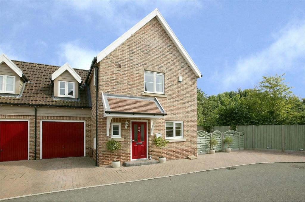 4 Bedrooms Semi Detached House for sale in Larks Place, Dereham, Norfolk