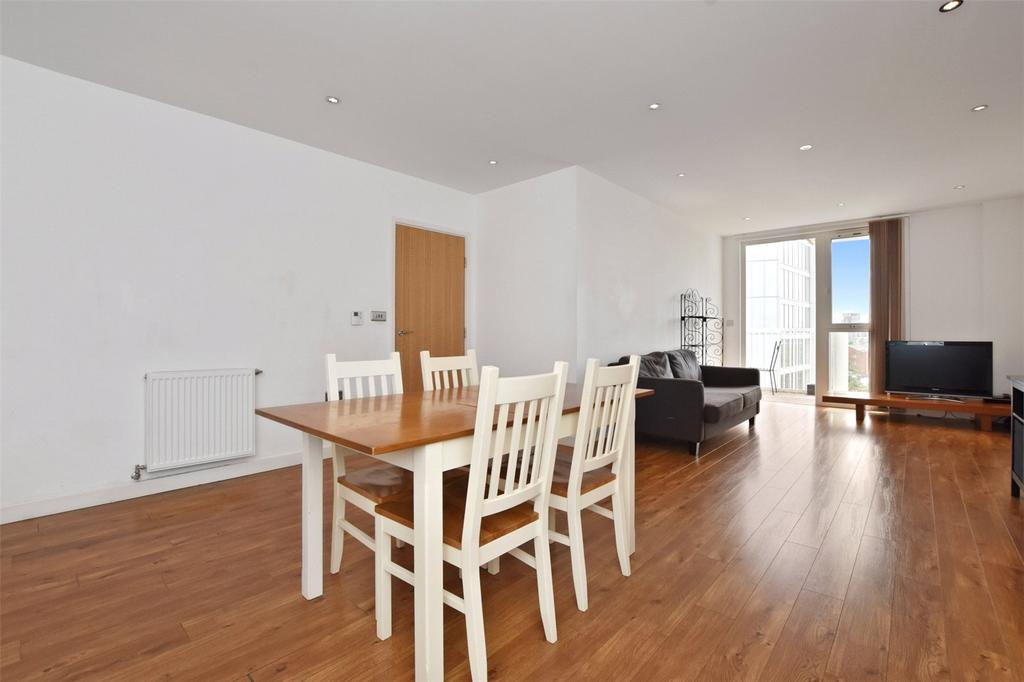 3 Bedrooms Flat for sale in Opal Court, 172 High Street, London, E15