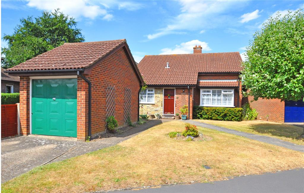 3 Bedrooms Detached Bungalow for sale in Mayflower Road, Park Street, St. Albans, Hertfordshire