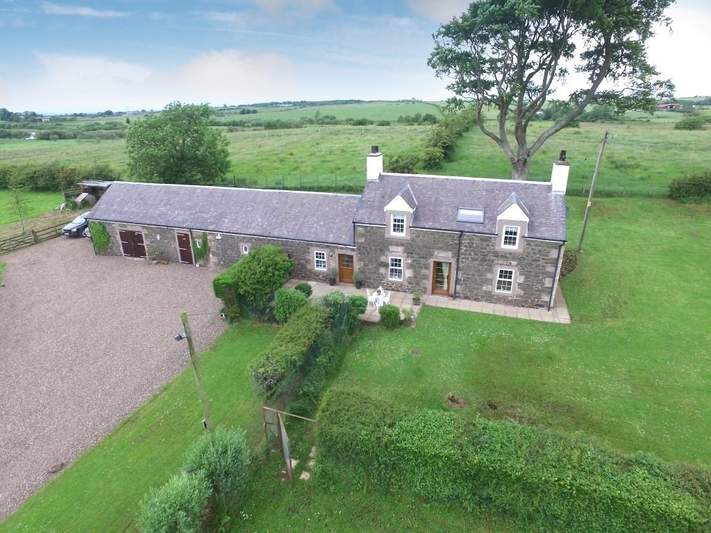 3 Bedrooms Farm House Character Property for sale in Gardrumhill, Glasgow Road, Fenwick, KA3 6AT