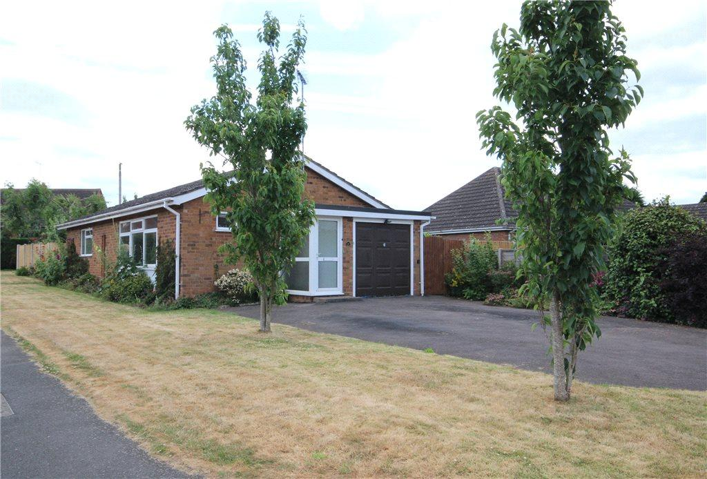 2 Bedrooms Detached Bungalow for sale in Cherry Orchard, Holt Heath, Worcester, Worcestershire, WR6