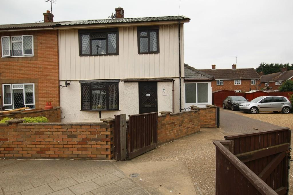 3 Bedrooms Semi Detached House for sale in Southwell Road, Wisbech