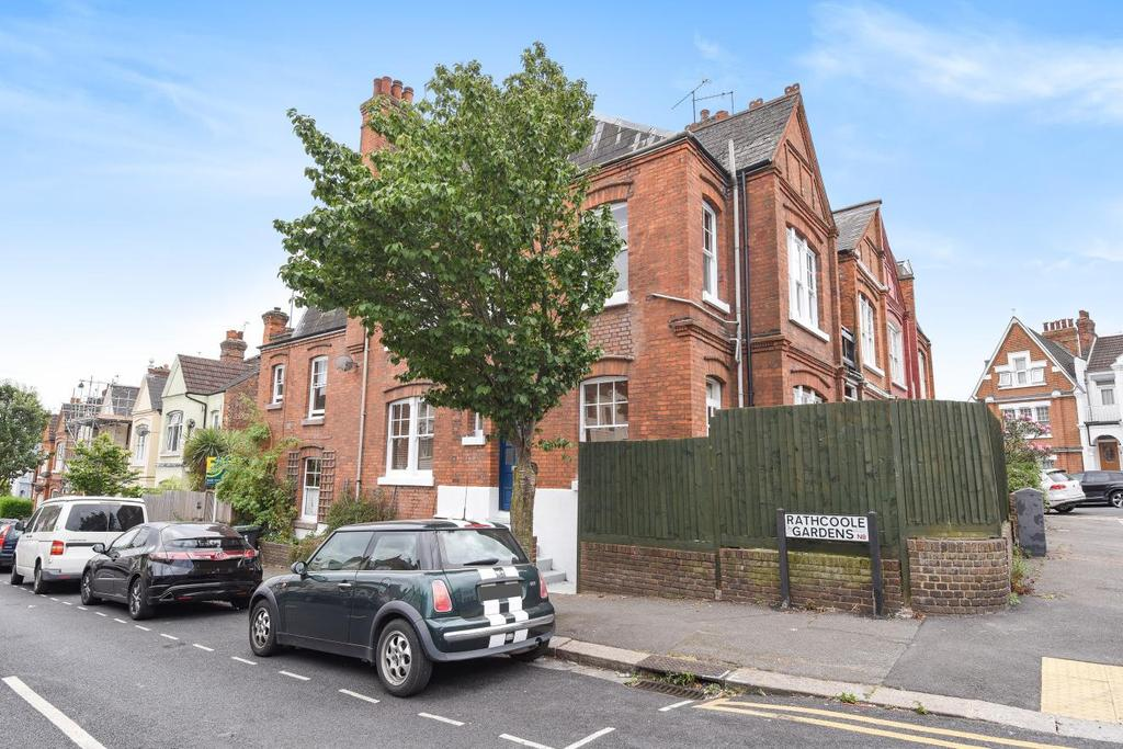 2 Bedrooms Maisonette Flat for sale in Rathcoole Gardens, Crouch End, N8