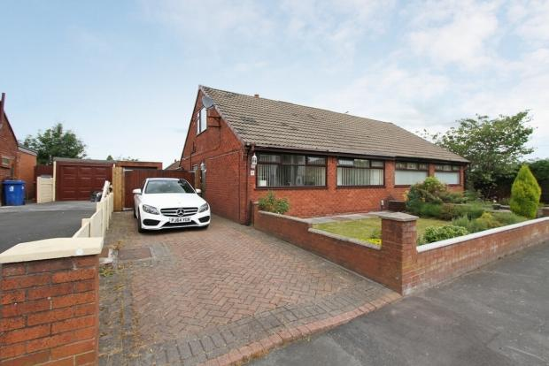 4 Bedrooms Semi Detached Bungalow for sale in Chantry Walk Wigan