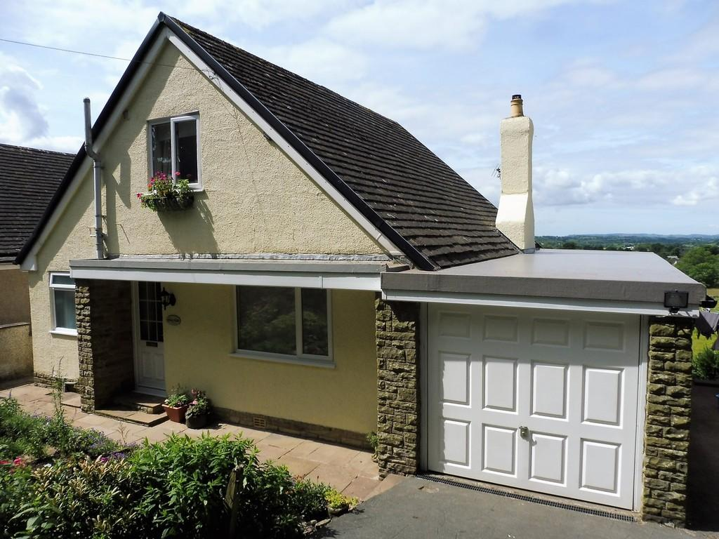 4 Bedrooms Detached Bungalow for sale in Clapham Old Road, Ingleton