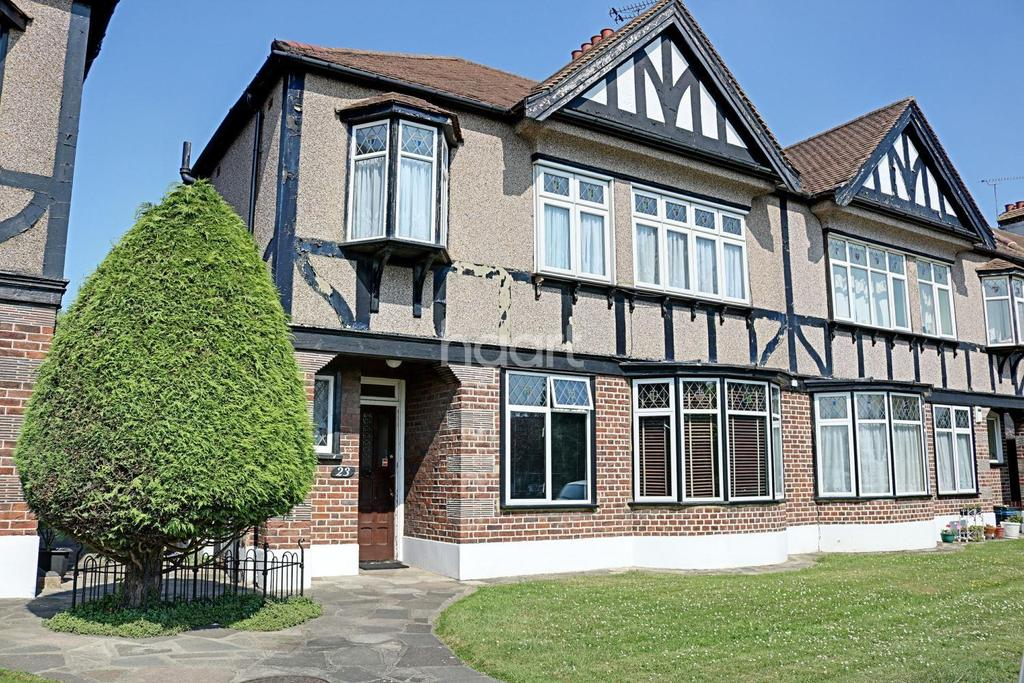 2 Bedrooms Maisonette Flat for sale in Hedgeley, Redbridge