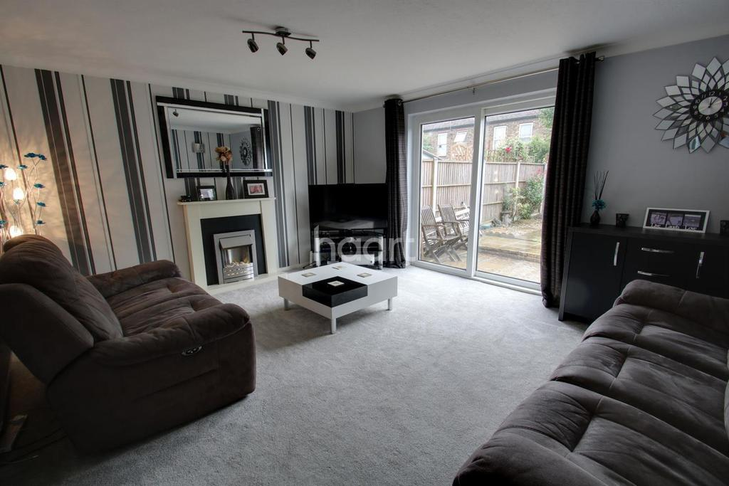 3 Bedrooms Terraced House for sale in Ripon Road, St Nicholas, Stevenage
