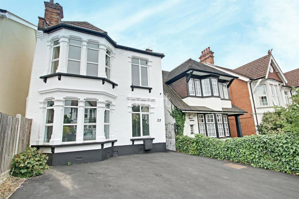 4 Bedrooms Detached House for sale in Pembury Road