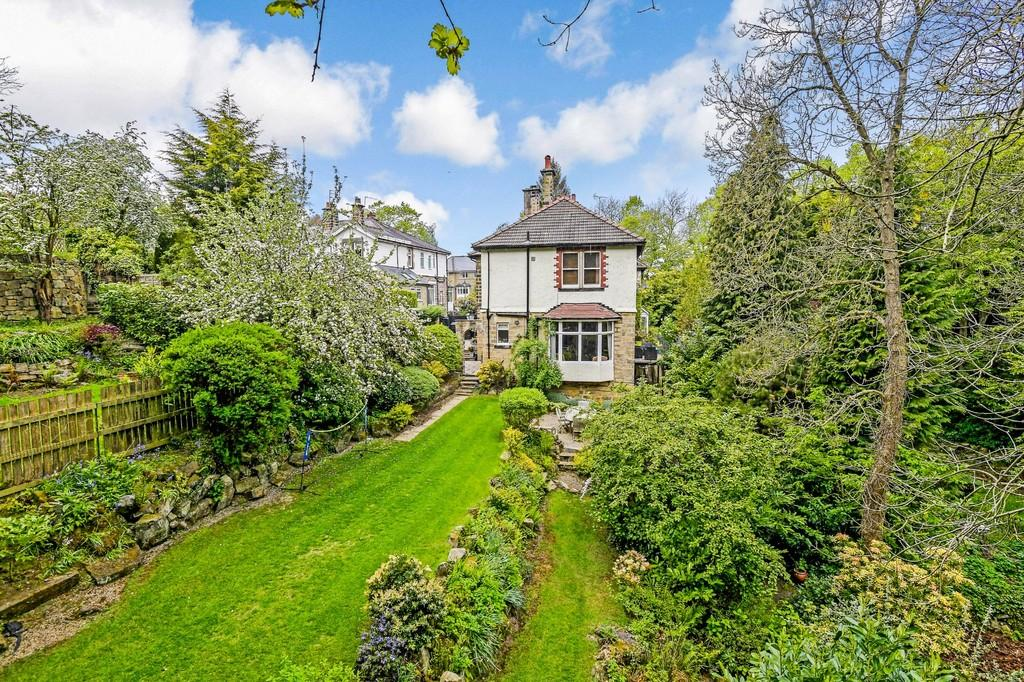 6 Bedrooms Semi Detached House for sale in Coppice Drive, Harrogate
