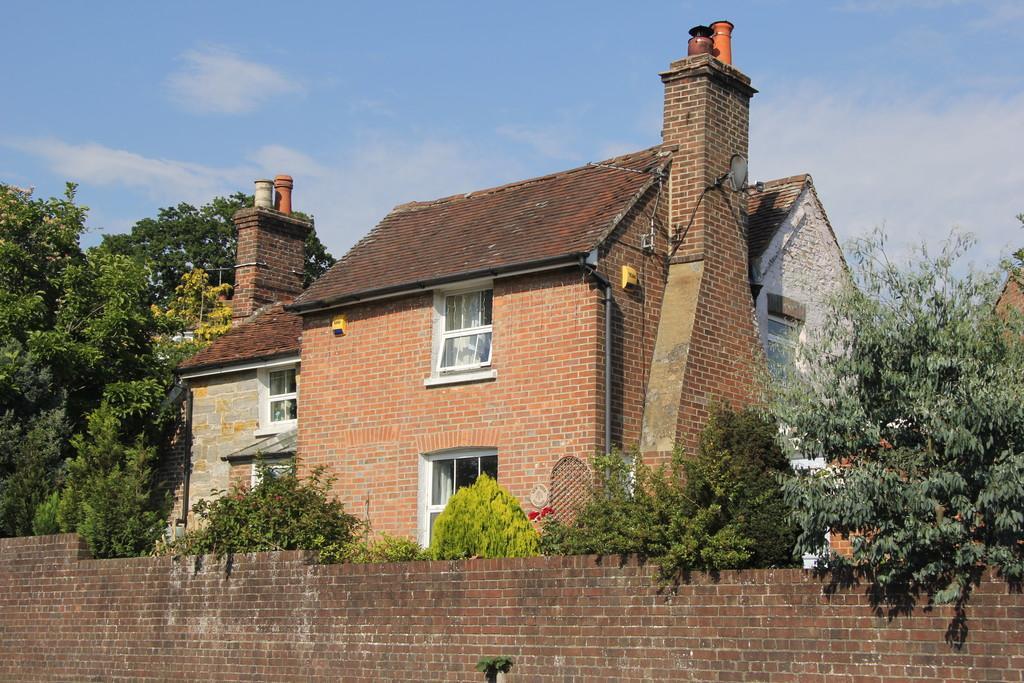 2 Bedrooms Detached House for sale in Hailsham Road, Heathfield