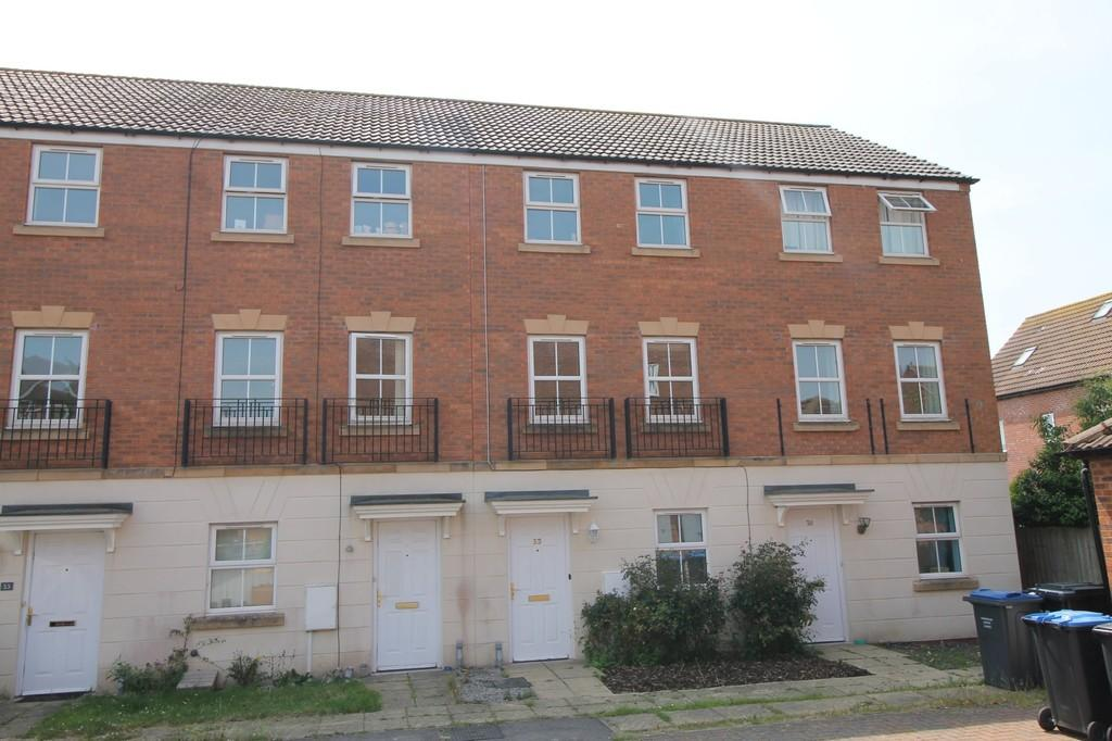 3 Bedrooms Terraced House for sale in Fount Court, Market Harborough