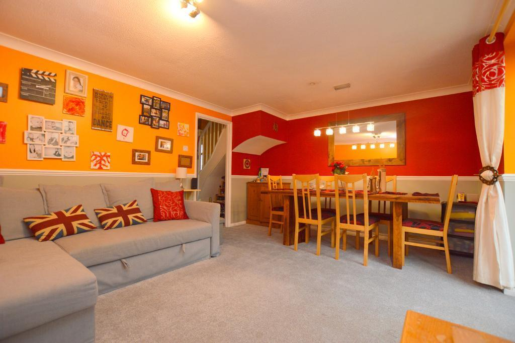 3 Bedrooms End Of Terrace House for sale in Dovedale, Luton, LU2 7FQ