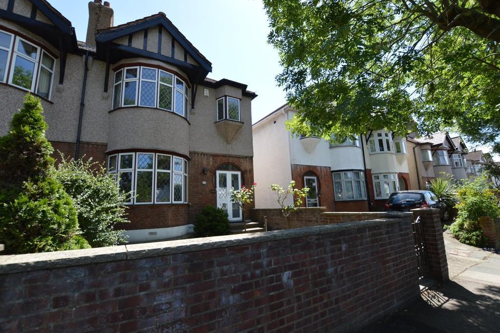 3 Bedrooms Semi Detached House for sale in Dobell Road, Eltham SE9