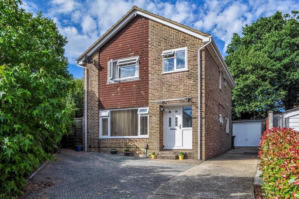 4 Bedrooms Detached House for sale in Rosedale Close, Gossops Green