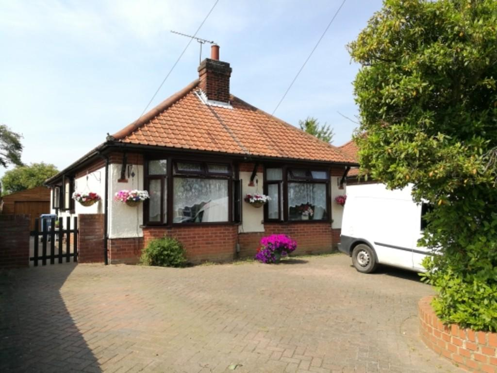 3 Bedrooms Detached Bungalow for sale in 279 Sidegate Lane Ipswich
