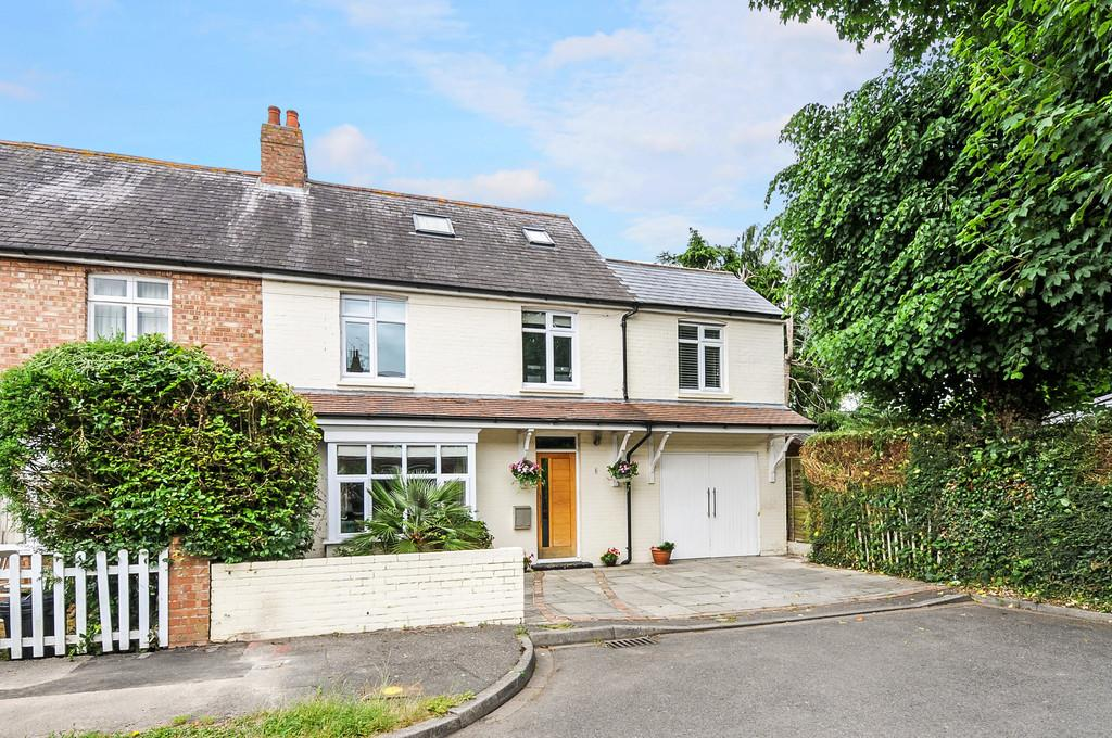 5 Bedrooms Semi Detached House for sale in Tregarth Road, Chichester