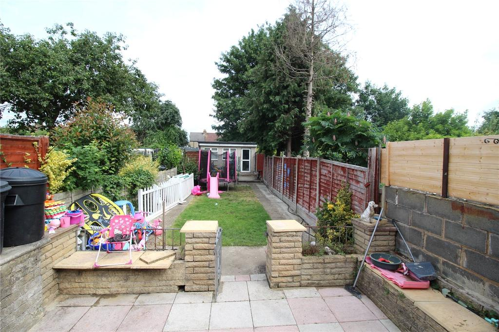 2 Bedrooms Terraced House for sale in Recreation Avenue, Romford, RM7