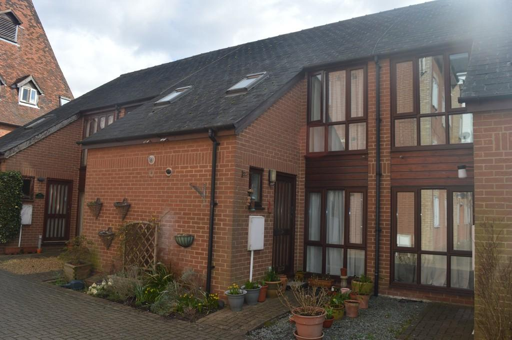 2 Bedrooms Terraced House for sale in Oast Court, Bury St Edmunds