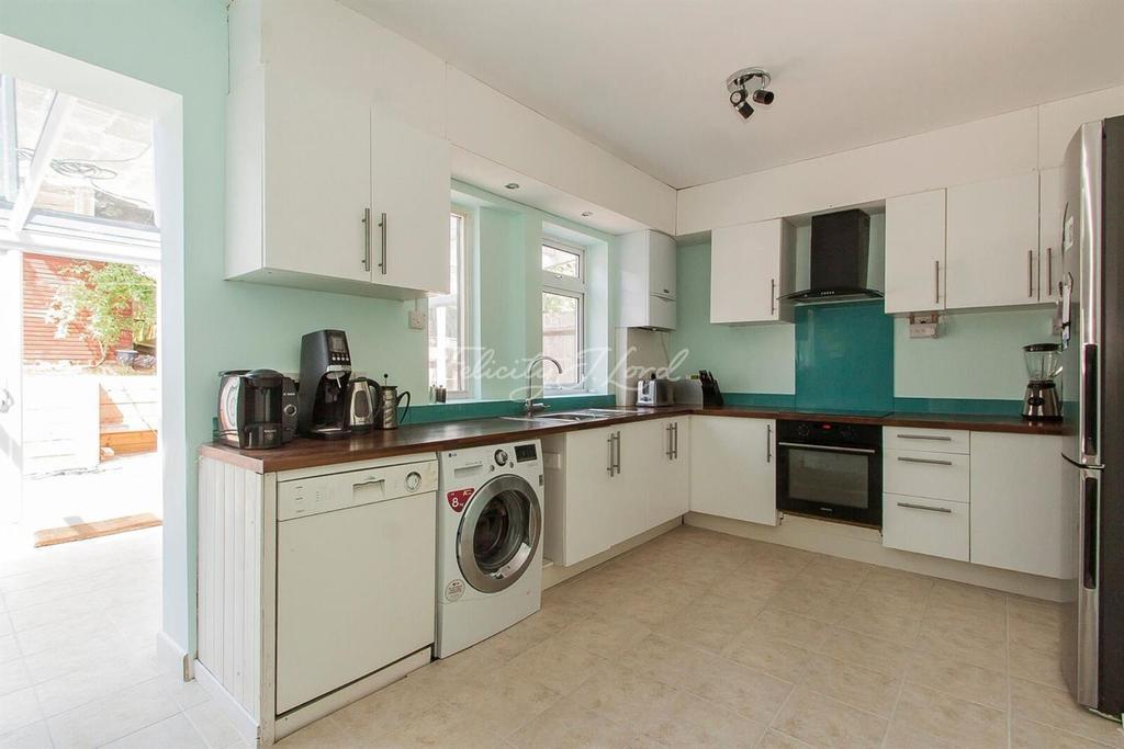 3 Bedrooms Terraced House for sale in Kellaway Road, Blackheath SE3