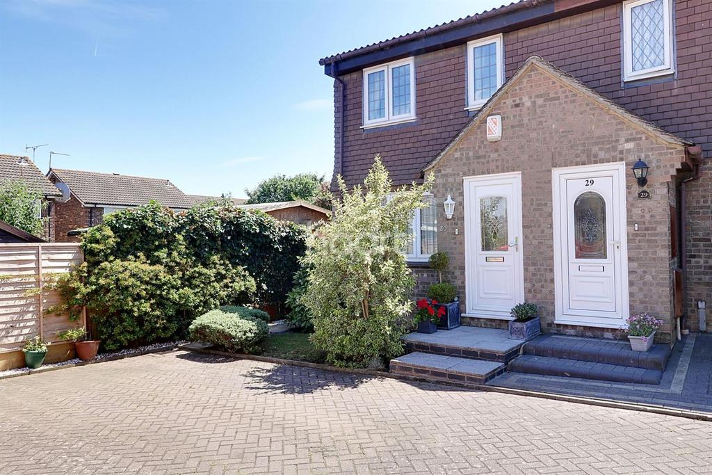 3 Bedrooms Semi Detached House for sale in St Pauls Place, Aveley