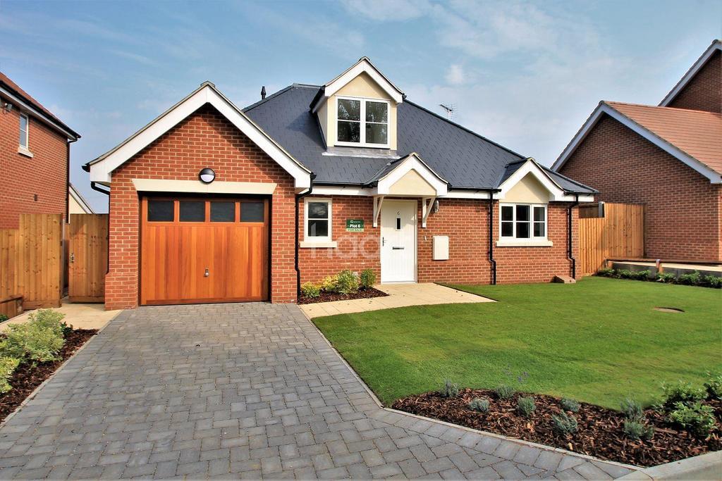 3 Bedrooms Bungalow for sale in Ruby Fields, Clacton Road, Weeley Heath