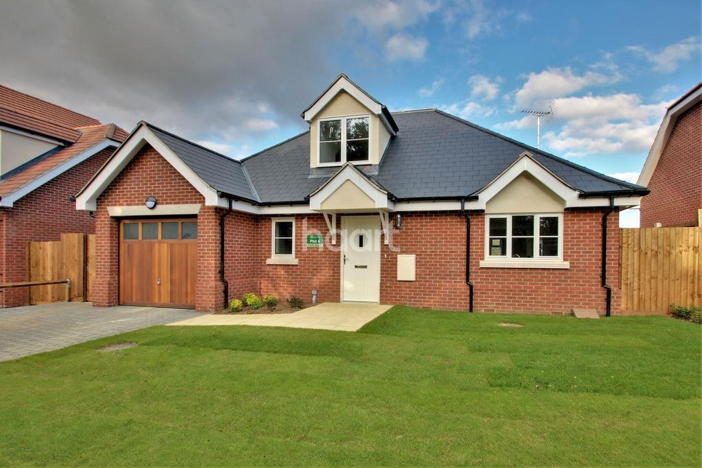 3 Bedrooms Bungalow for sale in Ruby Fields, Clacton Road, Weeley Heath