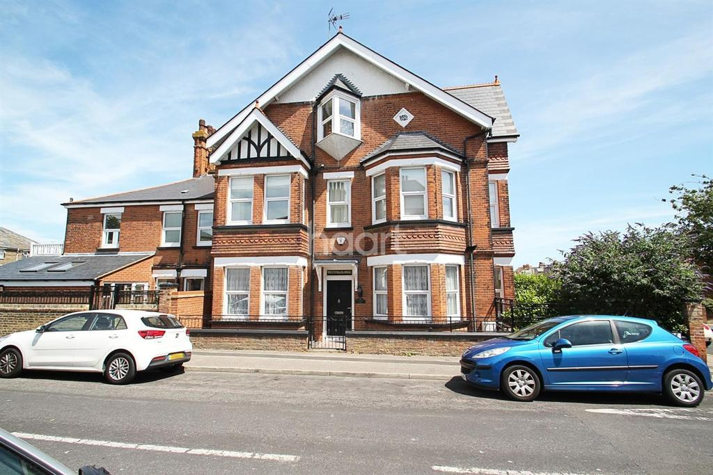 4 Bedrooms Semi Detached House for sale in Granville Avenue, Broadstairs, CT10