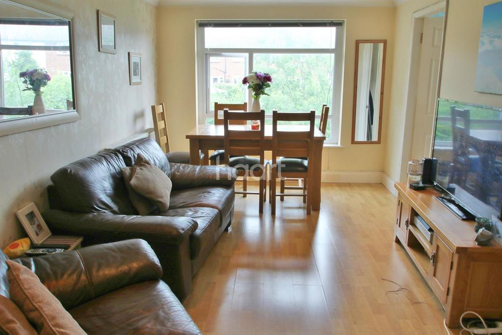 2 Bedrooms Flat for sale in Dunster Avenue
