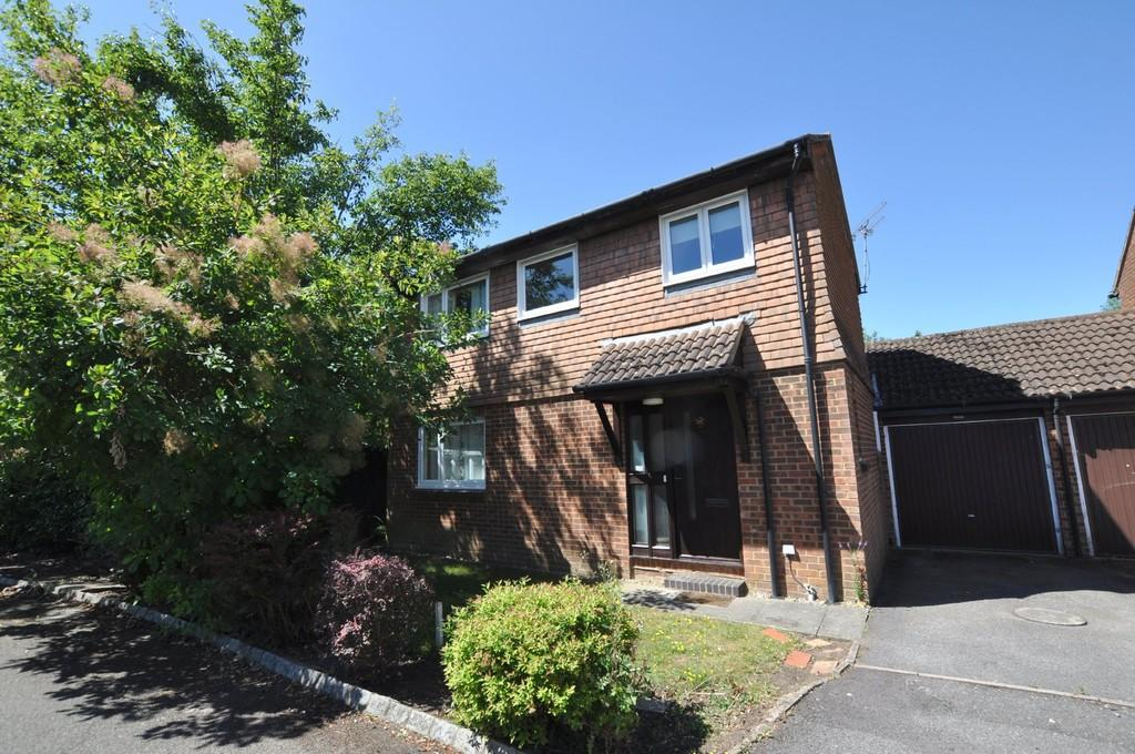 3 Bedrooms Link Detached House for sale in Elder Close, Burpham, Guildford
