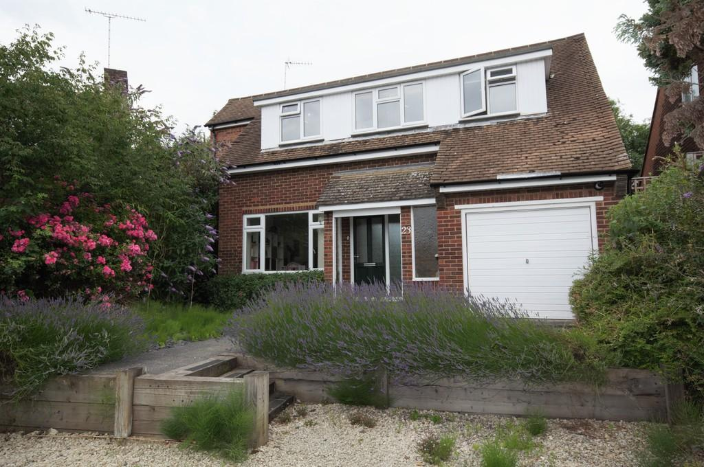 4 Bedrooms Detached House for sale in Glenavon Close, Claygate