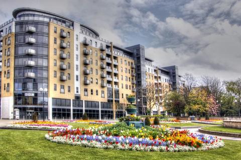 2 bedroom apartment to rent - Queens Court, City Centre