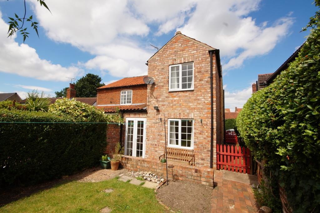 3 Bedrooms Semi Detached House for sale in Far Lane, Waddington, Lincoln
